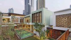 Denpassar Residence  / Atelier Cosmas Gozali