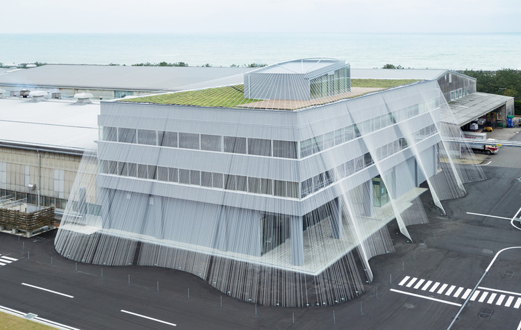 Kengo Kuma Uses Carbon Fiber Strands to Protect Building from Earthquakes, © Takumi Ota