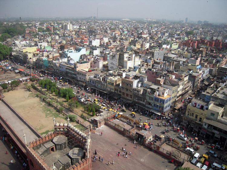 Nova Déli estuda a possibilidade de alugar coberturas para a instalação de painéis solares, Nova Déli, India. Imagem © Rob Larsen, vía Flickr