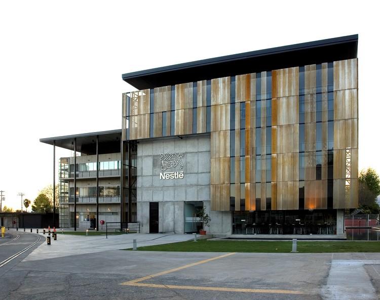 Edificio Block Social Nestlé / GH+A | Guillermo Hevia, © Cristián Barahona