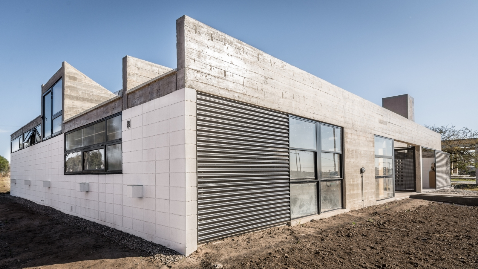 Casa corzuelas manuel gonzalez veglia dolores menso for Plataforma arquitectura