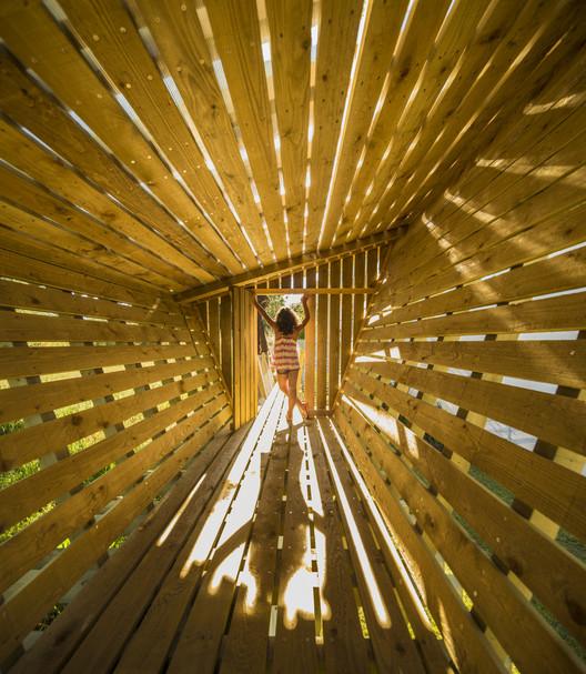 Casa no muro / Saperlipopette les Architectes + Martial Marquet, © Fernando Guerra | FG+SG