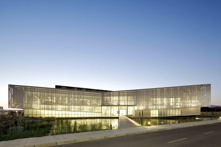 Edificio Laboratorio Synthon  / GH+A | Guillermo Hevia , © Nico Saieh