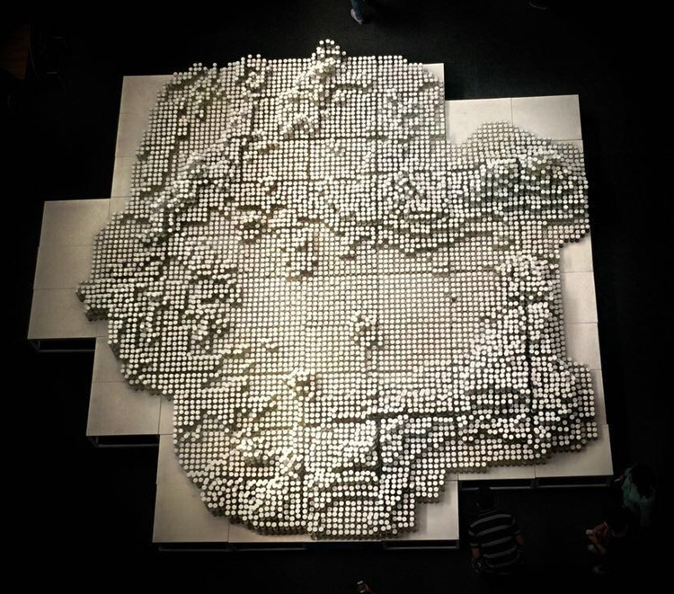 H2O Cuenca: Escultura construida con muestras de ríos mexicanos, Cortesía de Taller13