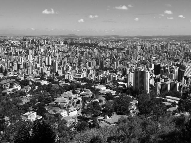 Estatuto da Cidade: quinze anos se passaram, mas o Brasil urbano continua desigual e excludente / Lessandro Lessa Rodrigues, Cidade de Belo Horizonte desde o Mirante das Mangabeiras. Image © Lessandro Lessa Rodrigues