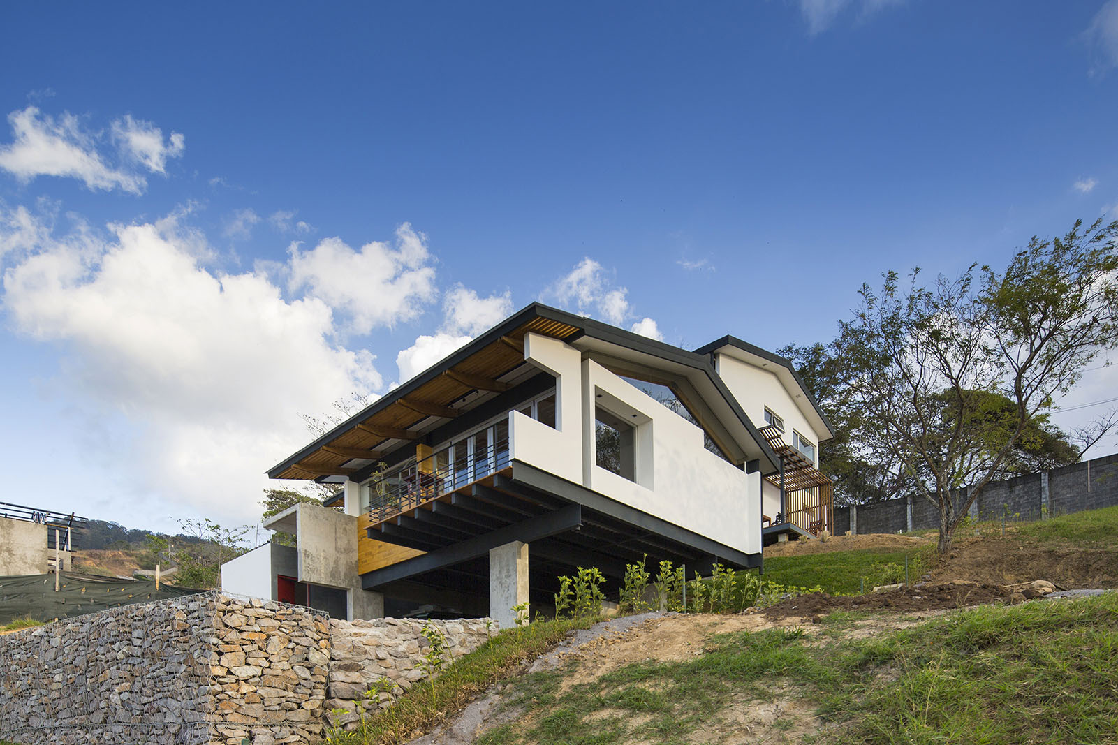 Casa en ladera aarcano arquitectura plataforma for Arquitectura casa
