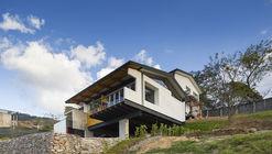 Casa en Ladera  / Aarcano Arquitectura