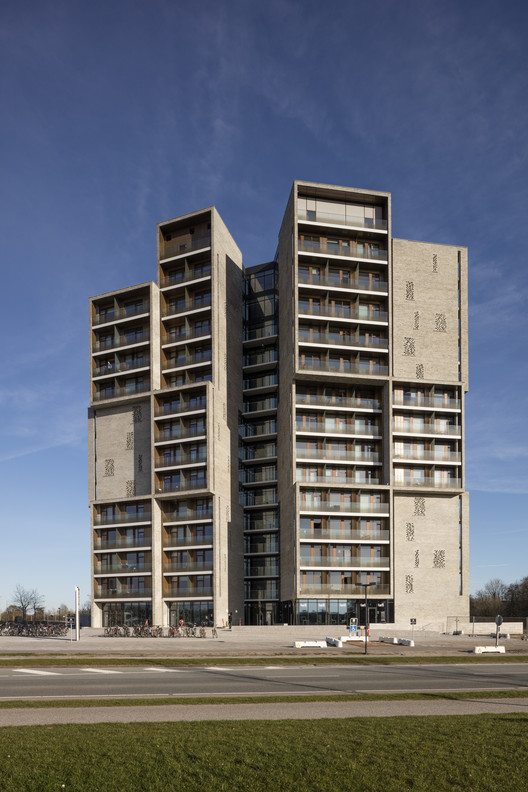 Student housing c f m ller archdaily for U of m architecture