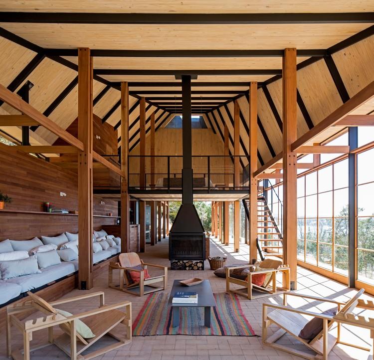 Casa quincho en panguipulli abestudio plataforma for Casa quinchos modernos fotos