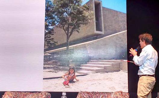 """Cidades latino-americanas adotam educação e infância como medidas para pensar o espaço urbano, Para Felipe Uribe, é preciso abandonar uma concepção """"masculina e de negócios"""" para as praças e parques e entender as crianças como escala primária. Image Cortesia de Portal do Aprendiz"""