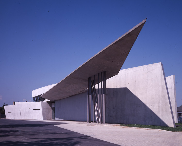 AD Classics: Vitra Fire Station / Zaha Hadid, © Christian Richters