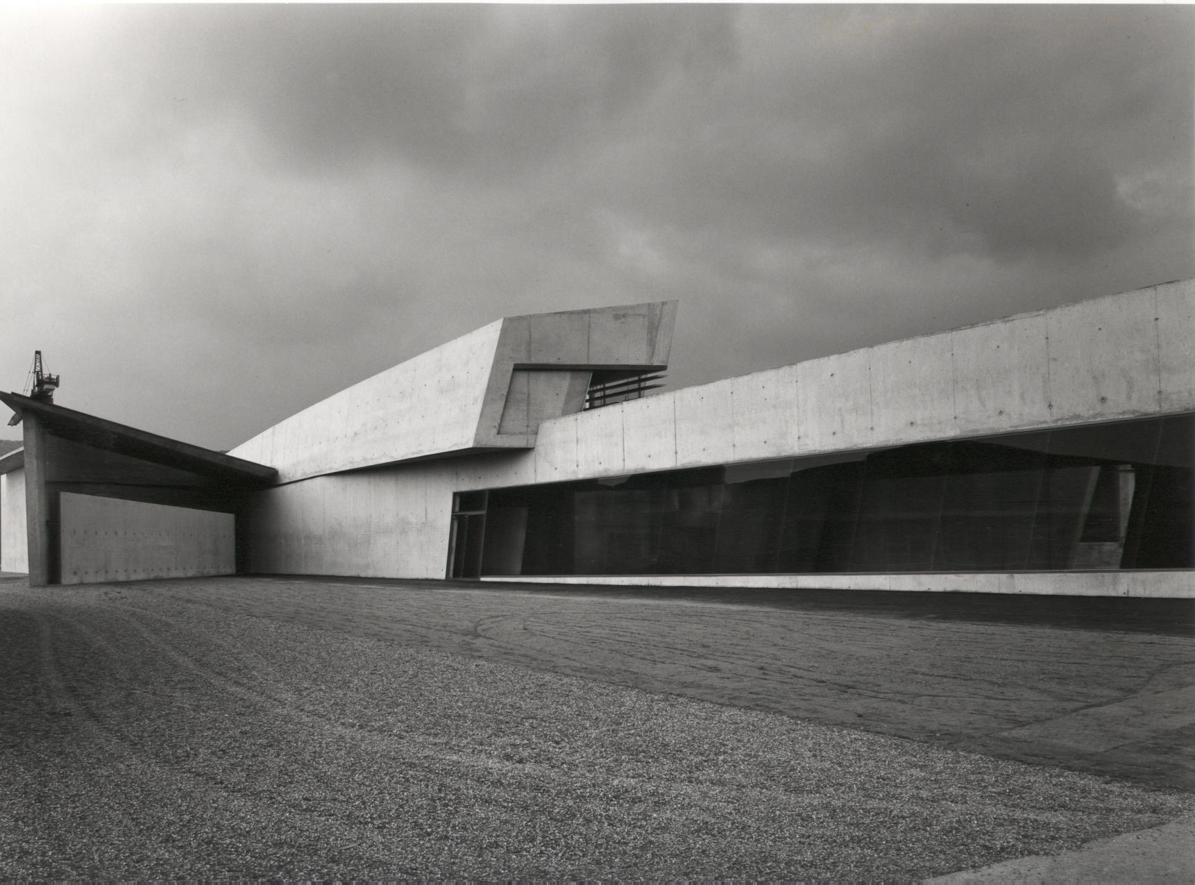 Zaha Hadid Buildings >> Gallery of AD Classics: Vitra Fire Station / Zaha Hadid - 11