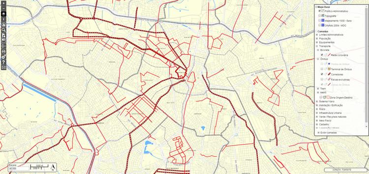 Prefeitura de São Paulo disponibiliza o novo zoneamento para download, Mapa político-administrativo da região central de São Paulo sobreposto às redes cicloviária e de ônibus