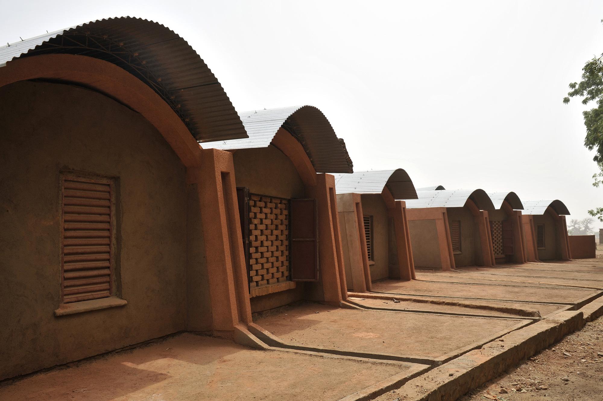 Gallery of Gando Teacher's Housing / Kéré Architecture - 2