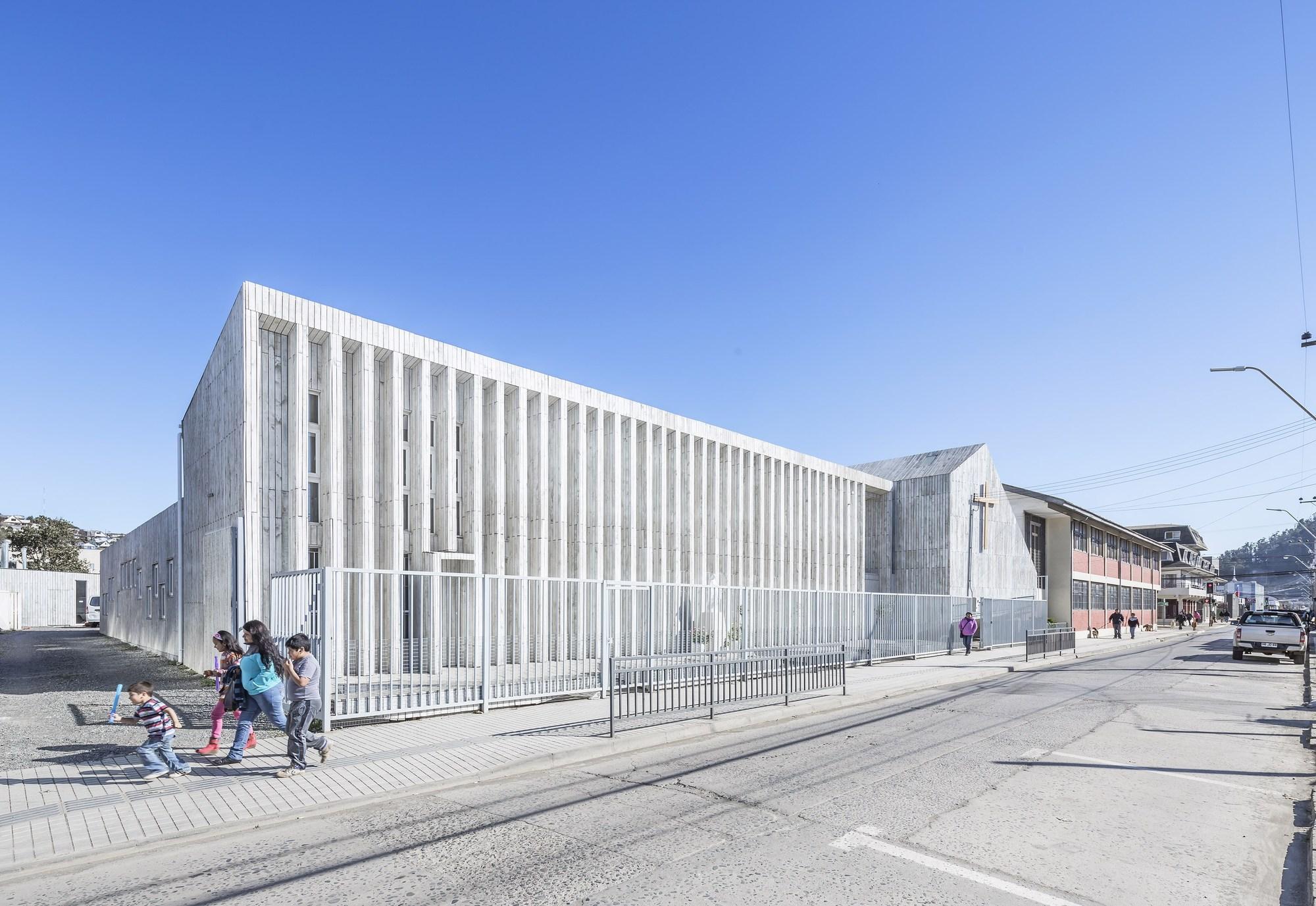 Santa Rosa de Constitución School and Memorial / LAND Arquitectos