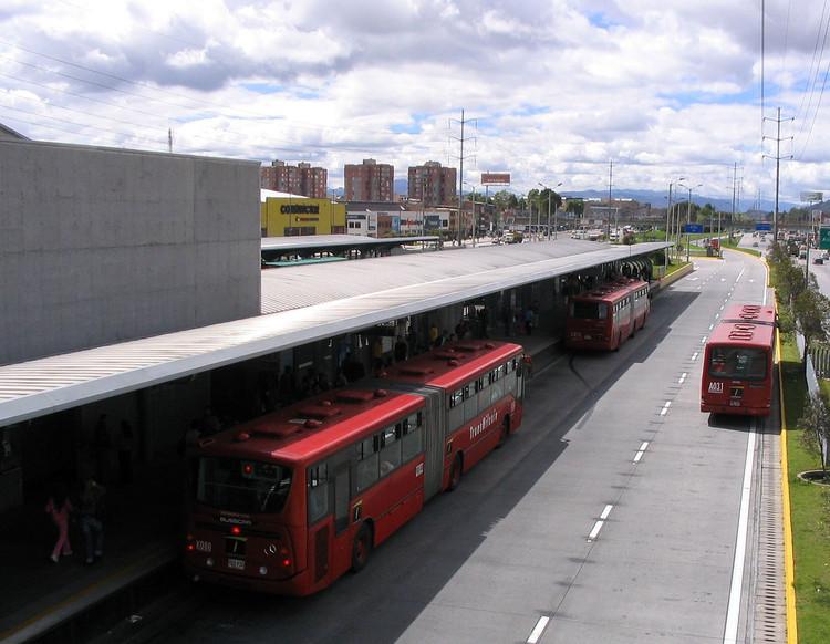 Transmilenio en Bogotá, Colombia. Image © themikebot, vía Flickr