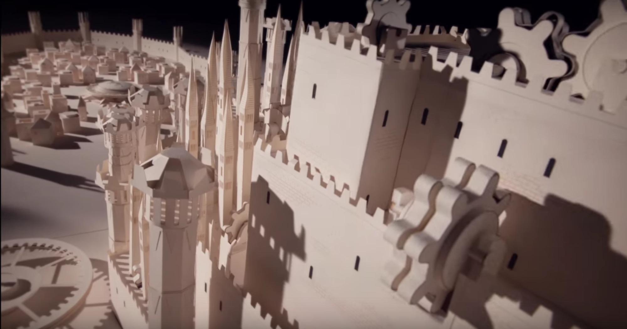 Moleskine recrea la intro de Game of Thrones con maquetas de papel