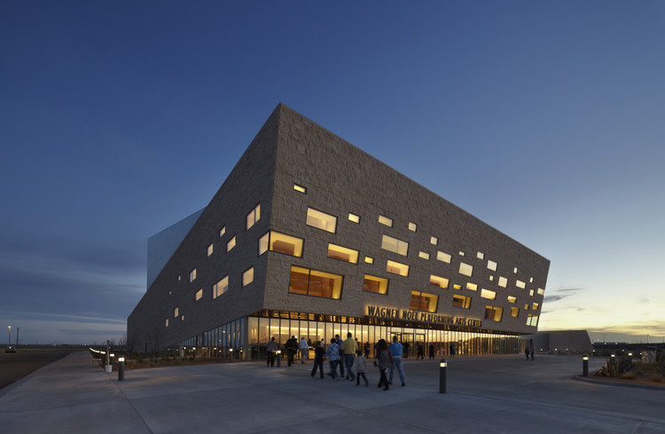 Wagner Noël Performing Arts Center / Bora Architects + Rhotenberry Wellen Architects, © Timothy Hursley