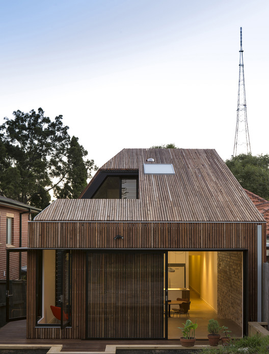 Cut-away Roof House / Scale Architecture , © Brett Boardman