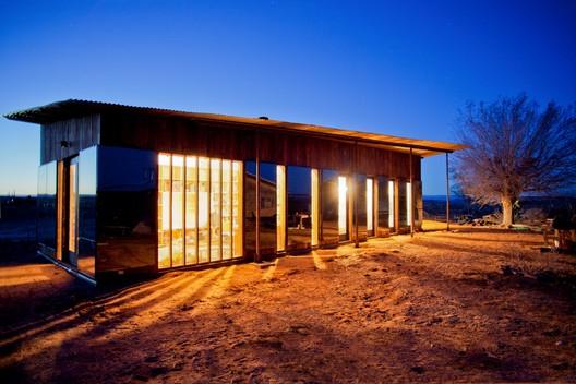 Nakai Residence  / DesignBuildBLUFF