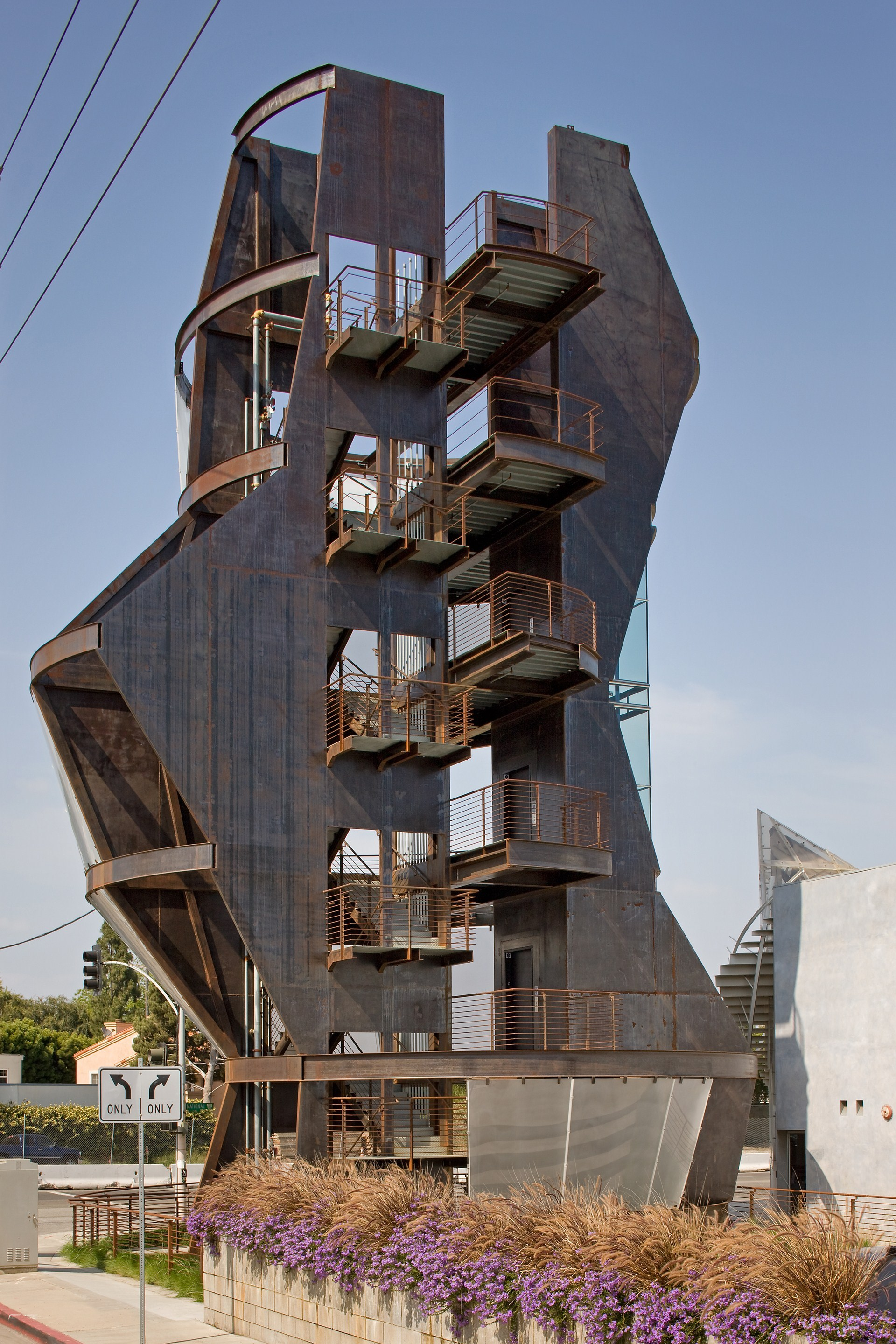 Gallery of samitaur tower eric owen moss architects 20 for Moss building design