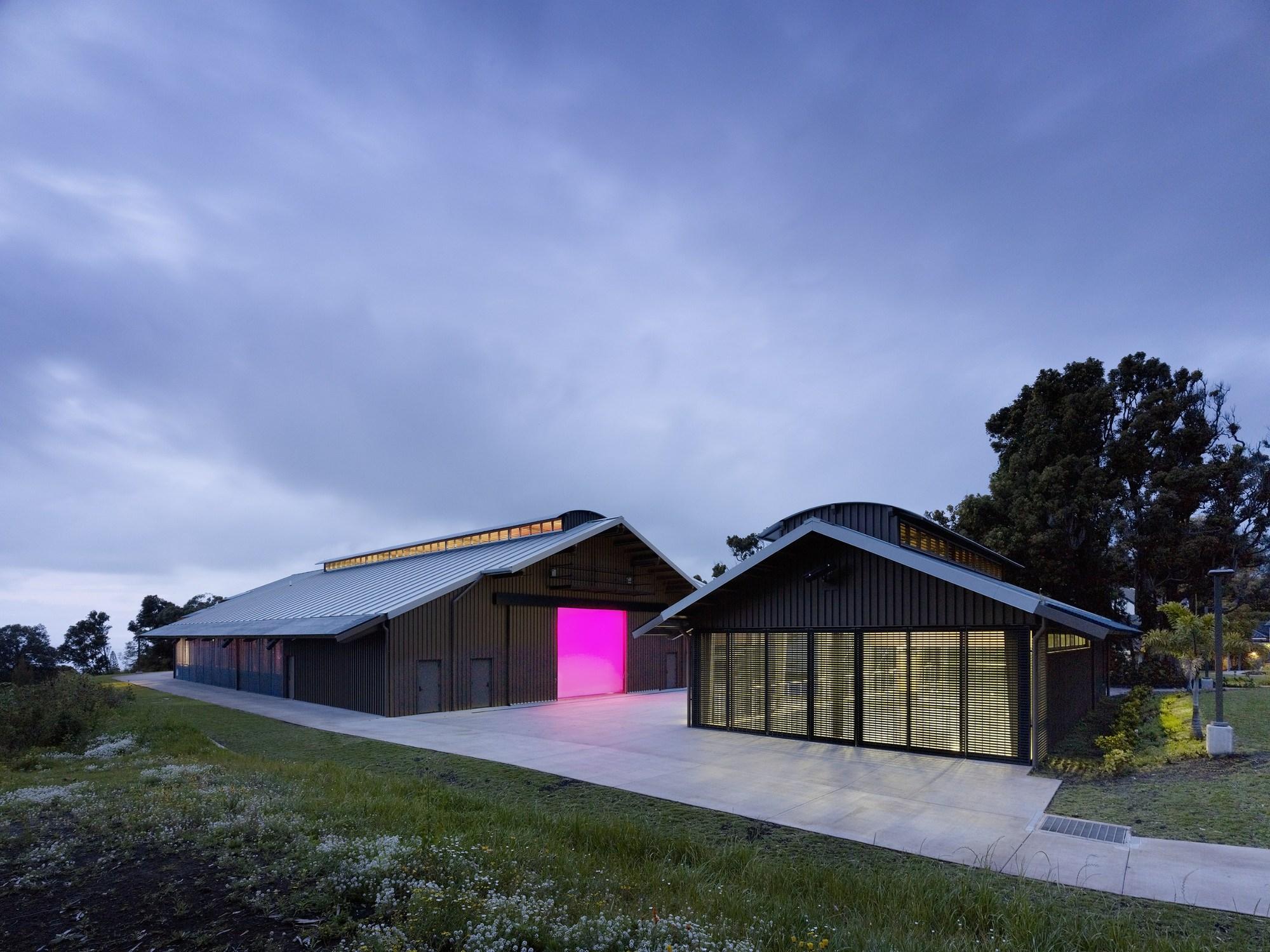 Centro de artes criativas seabury hall flansburgh for Barn homes australia