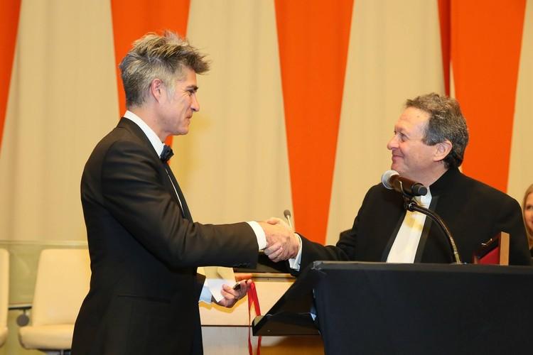 La historia de Elemental en el Discurso de Alejandro Aravena tras recibir el Premio Pritzker, Cortesía de ©The Hyatt Foundation / The Pritzker Architecture Prize