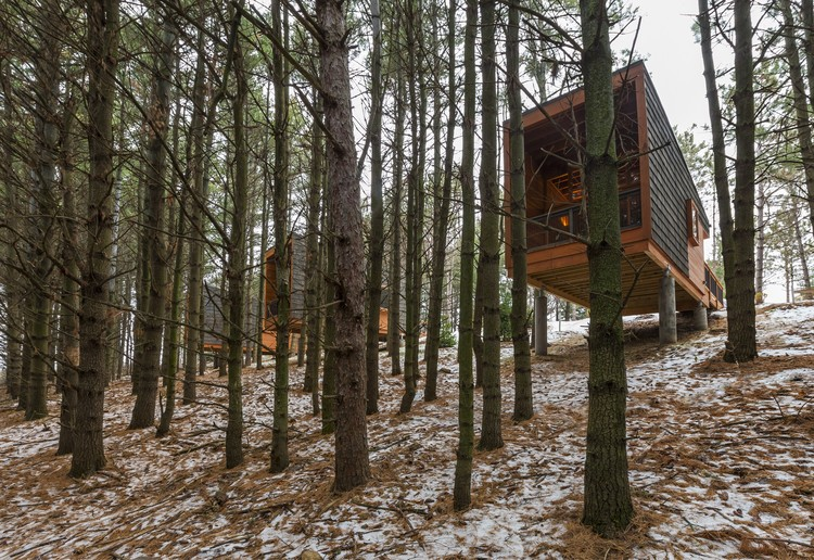 Cabanas do parque regional Whitetail Woods / HGA Architects and Engineers, © Paul Crosby Photography