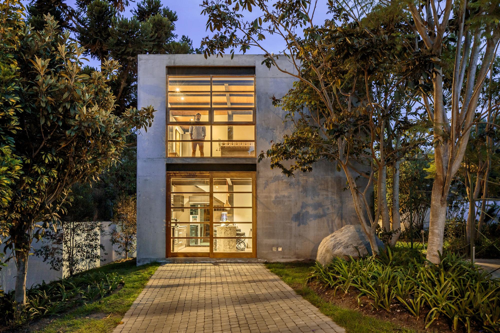 Casa cubo diez muller arquitectos plataforma arquitectura for Casa de arquitectos