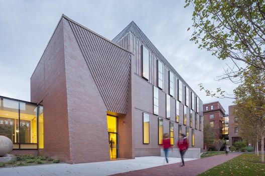 Edificio de Antropología Tozzer / Kennedy & Violich Architecture