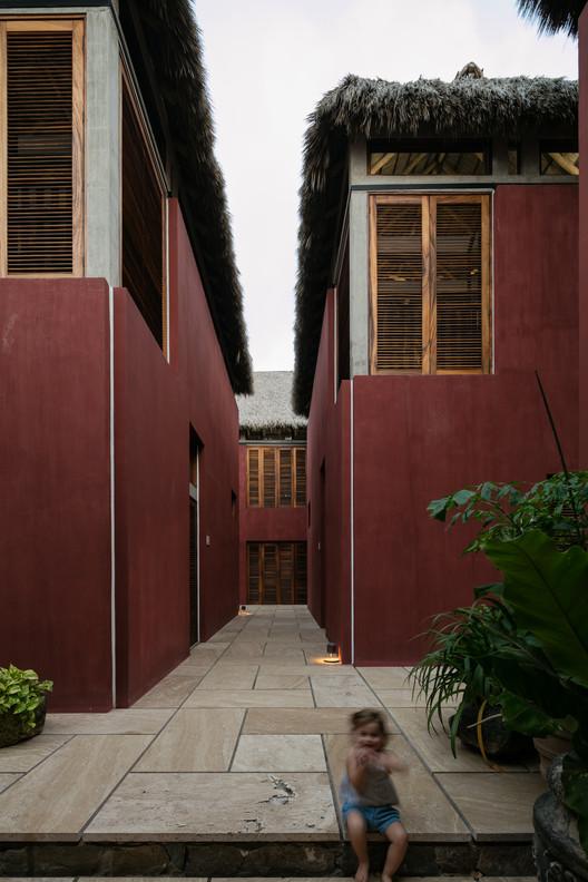 Casa SJA / Contreras Campos Arquitectos