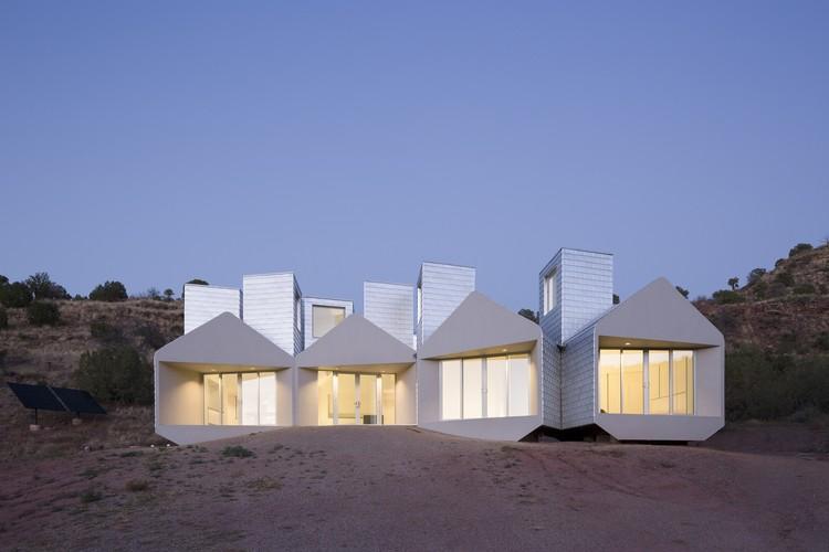 Centro de Visitantes para el Museum of Outdoor Arts / MOS Architects, © Florian Holzherr