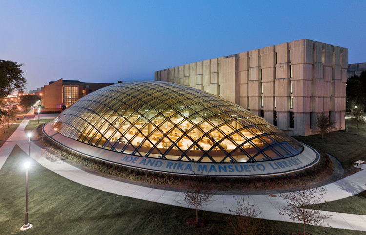 Joe & Rika Mansueto Library / Murphy/Jahn, Courtesy of Murphy/Jahn