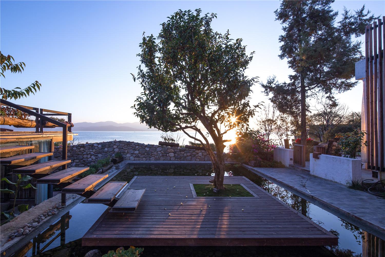 Gallery of dali munwood lakeside resort hotel init for Design ce hotel
