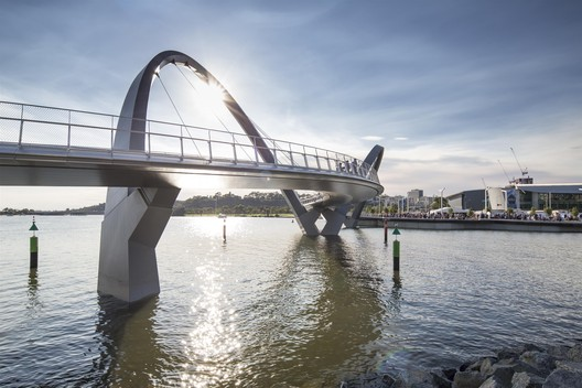 Queen Elizabeth Quay Bridge / Arup Associates