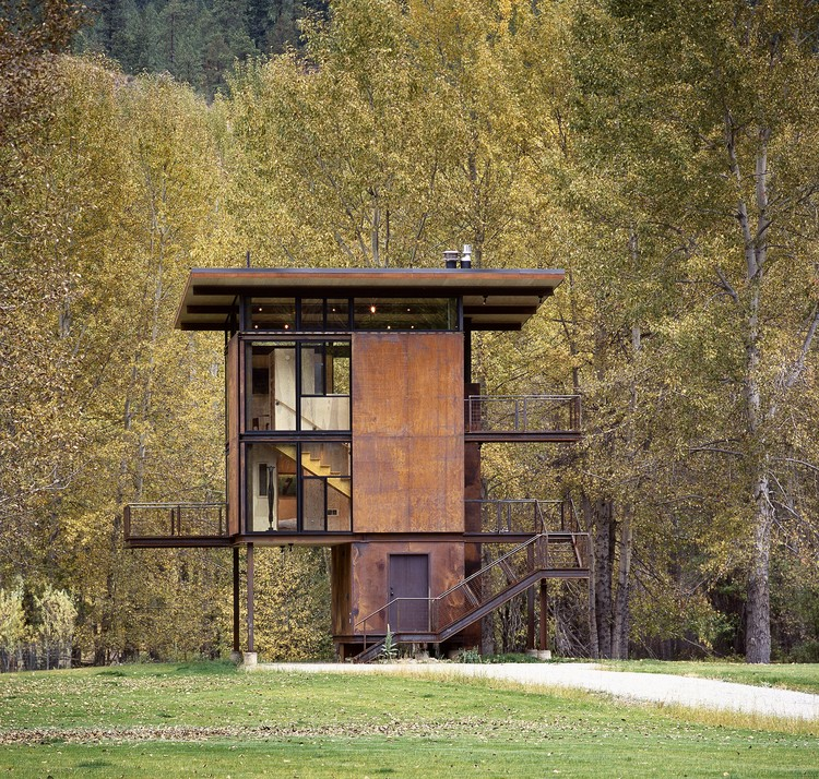 Delta shelter olson kundig archdaily - The shutter clad house ...