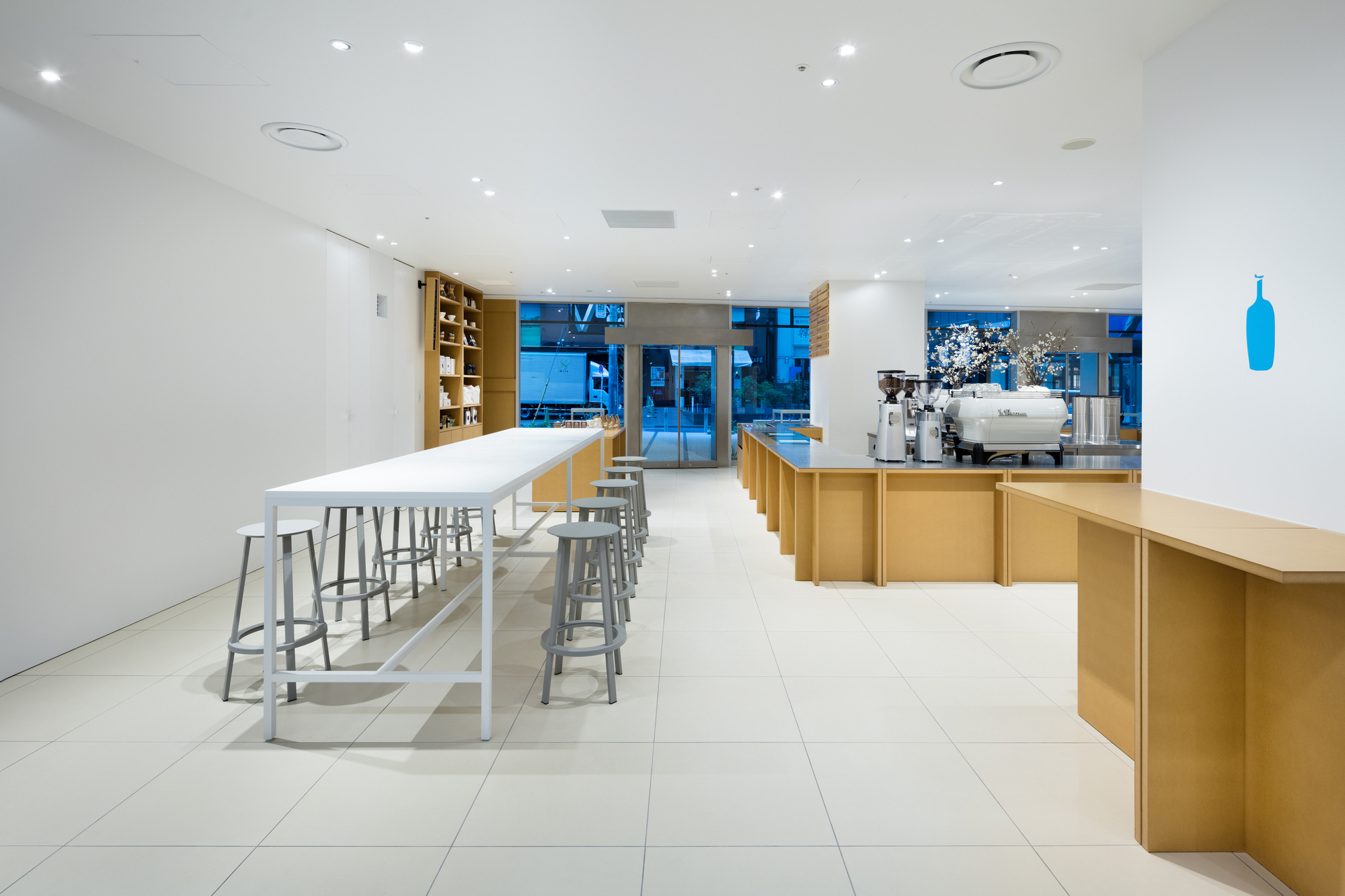 Blue bottle coffee shinjuku cafe schemata architects for Coffee shop design software
