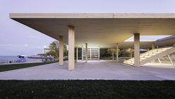 Lakefront Kiosk / Ultramoderne