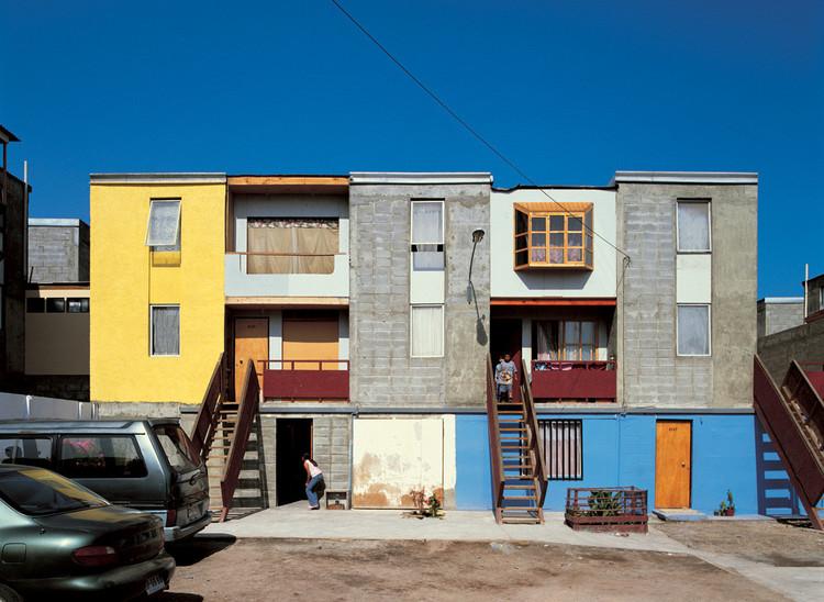 """Quinta Monroy,a primeira """"Meia casa"""" por ELEMENTAL, depois da ocupação e modificação dos seus moradores. Imagem Cortesia de ELEMENTAL"""