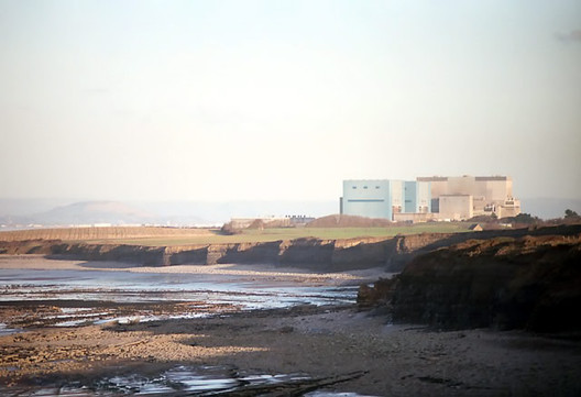 Existing Nuclear Power Station at Hinkley Point. Image © Image Courtesy of Wikipedia User: Richard Baker licensed under CC BY-SA 3.0