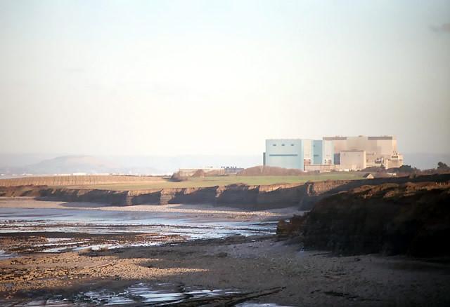 Seria uma usina nuclear no Reino Unido a coisa mais cara já construída?, Usina Nuclear existente em Hinkley Point. Imagem © Cortesia de Wikipedia User: Richard Baker licensed under CC BY-SA 3.0