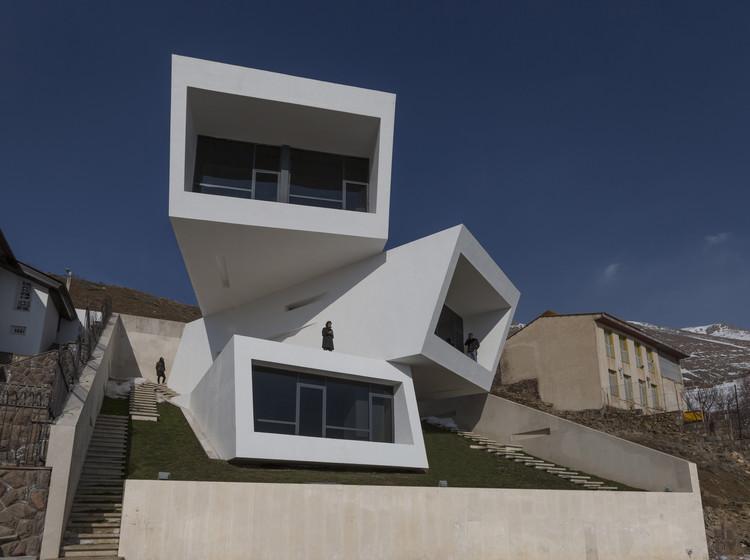 Casa Mosha / New Wave Architecture, © Parham Taghioff