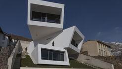 Casa Mosha / New Wave Architecture