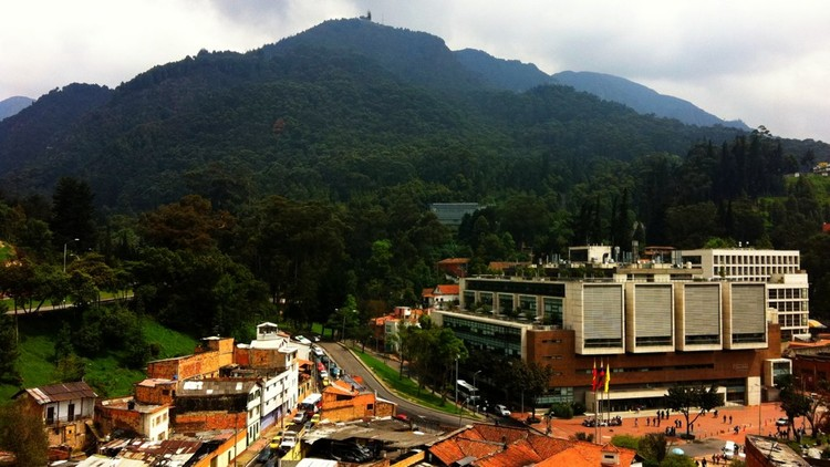 Aprueban primera unidad urbana de Progresa Fenicia en Bogotá, Barrio Las Aguas y Universidad de Los Andes. Image vía Christopher Long
