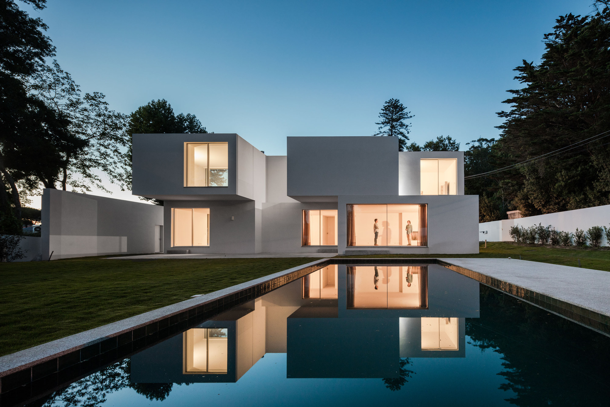Gallery of house mr 236 arquitectos 2 for Modern rectangular house design