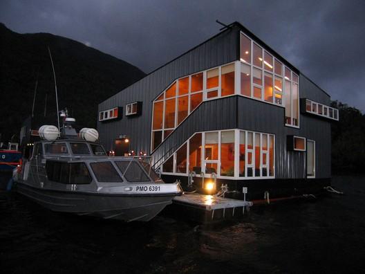 Casa Hospedería Flotante / Sabbagh Arquitectos