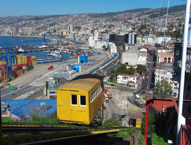 Colegio de Arquitectos de Chile presenta carta a Presidenta Bachelet por situación en Valparaíso, © Wikipedia User: Javier Rubilar, licensed under CC BY-SA 2.0