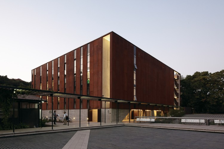 School of Design and Institute of Urban Studies / Sebastián Irarrázaval, © Cristobal Palma / Estudio Palma