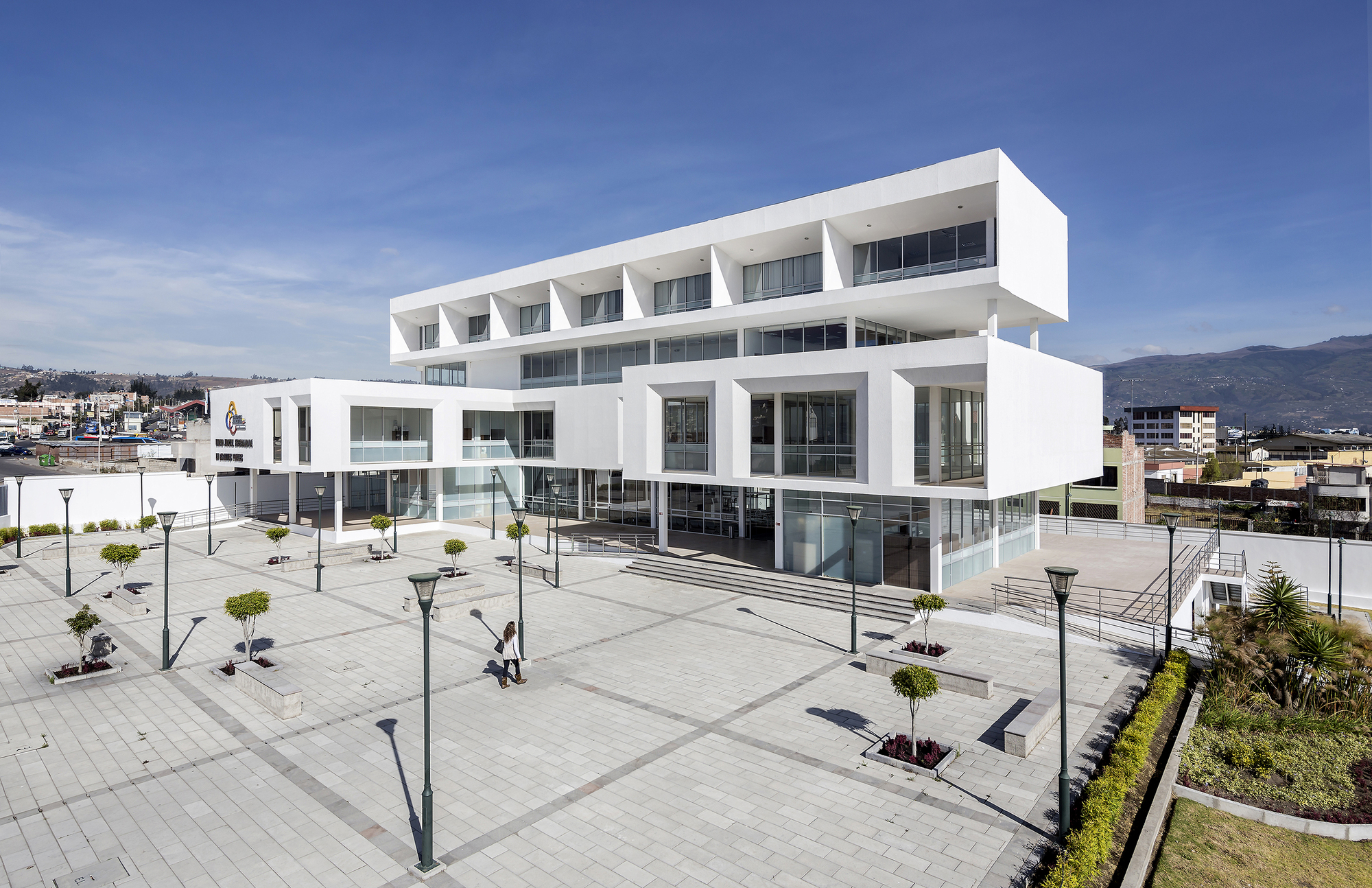 Ambato courthouse arquitectura x espinoza carvajal for Arquitectura and design