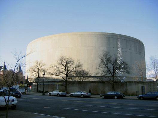 Hirshhorn Museum. Image © <a href='https://commons.wikimedia.org/wiki/File:Hirshhorn_Museum.jpg'>Wikimedia user postdlf</a></noindex></noindex> licensed under <noindex><noindex><a target=